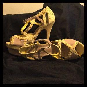 Scene pale yellow heels